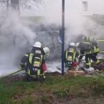 beide Trupps bei der Brandbekämpfung