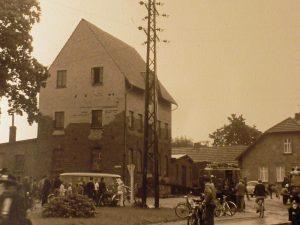 Durch den Einsatz von Schaum konnte bei Bronwicks Mühle eine Ausbreitung des Brandes verhindert werden